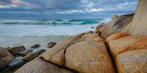 Bay of Fires sunrise with waves